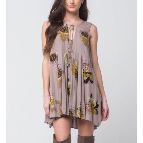 Free People Dresses & Skirts - FREE PEOPLE Lovely Day Printed Tunic in Taupe